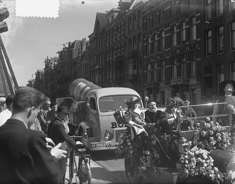 File:Reclame-optocht Amsterdam (Bols), Bestanddeelnr 905-1207.jpg