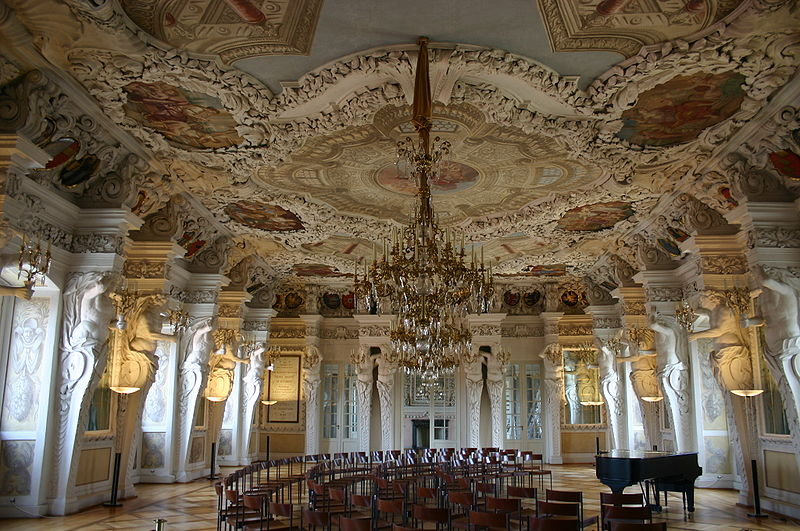 Ehrensaal Riesensaal, Photo von D.j.mueller 14:13, 22 July 2007 (UTC) unter Creative Commonons Licence auf wikipedia bereitgestellt. Creative Commons Namensnennung-Weitergabe unter gleichen Bedingungen 3.0 Unported