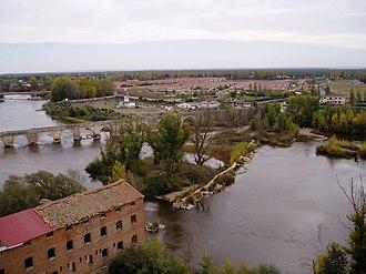Simancas - View of the medieval bridge over the Pisuerga river as seen from el Mirador.