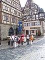 Rothenburg ob der Tauber, St. Georgs Brunnen - panoramio - Ralf Houven.jpg
