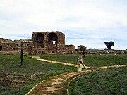 Ruinas romanas de São Cucufate Pormenor do alçado principal da villa áulica.jpg