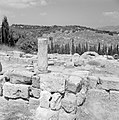 Ruines van een synagoge met op de achtergrond huizen van het nieuwe dorp, Bestanddeelnr 255-2604.jpg