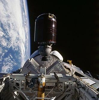 STS-41-D - Image: STS41D 36 034