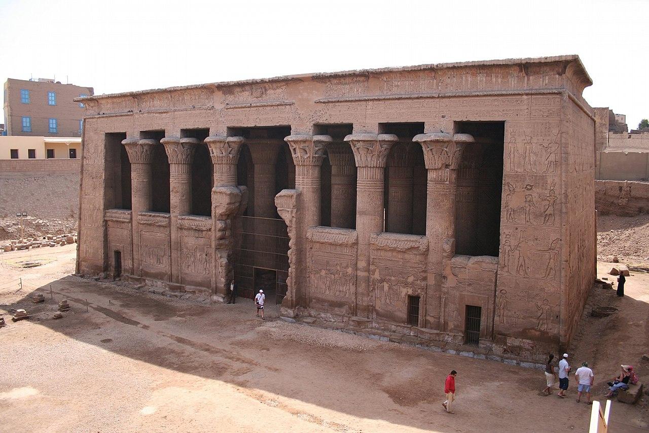 Templo de Jnum en Esna (sala hipóstila). 1280px-S_F-E-CAMERON_2006-10-EGYPT-ESNA-0080