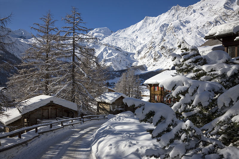 File:Saas-Fee Dorf Winter.jpg