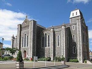 Saint-Ouën-des-Toits - The church in Saint-Ouën-des-Toits