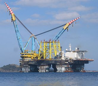 Submarine pipeline - The Saipem 7000, a semi-submersible crane vessel equipped with a J-lay pipe-laying system.