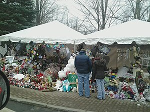 Sandy Hook Elementary School shooting - A makeshift memorial on Berkshire Road in Sandy Hook