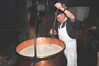 Affoltern im Emmental - Cheese making at the Affoltern dairy