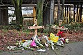 Seattle - improvised memorial on Lakeview 01.jpg