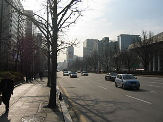 Sejongno - Sejongro; with the Ministry of Culture and Tourism on the left in 2006 with 16-lanes of traffic