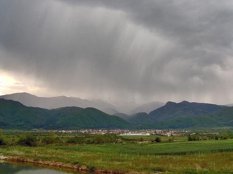 File:Selo Kostenets rain.jpg
