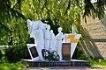 Shepel Lutskyi Volynska-brotherly grave of soviet warriors-general view in 2017.jpg