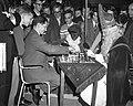 Sint Nicolaas schaakt met Keres, Bestanddeelnr 910-8294.jpg