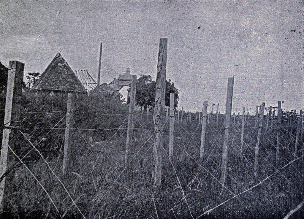 1024px-Spanish_barbed_wire_in_the_Philippines%2C_1899.jpg