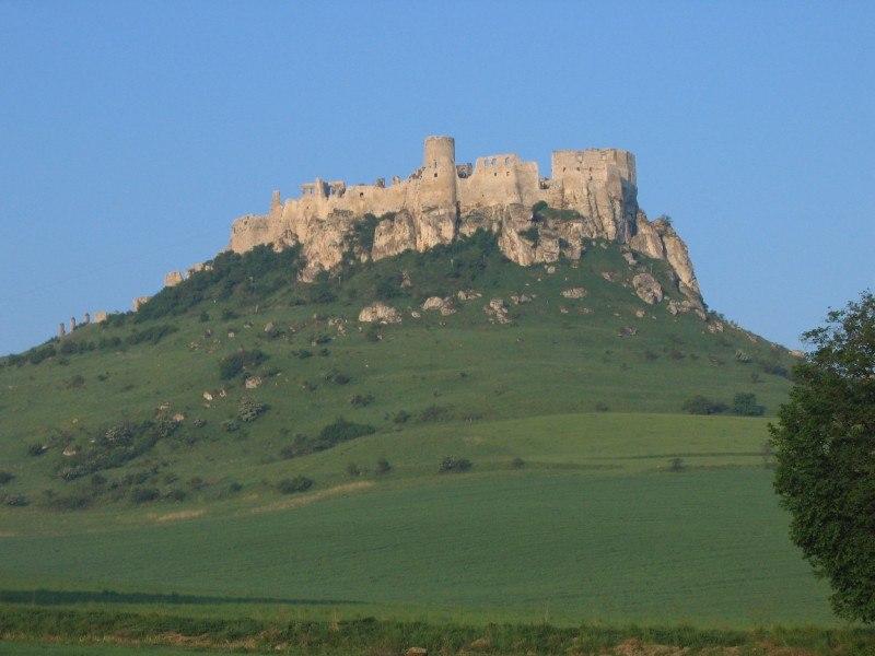Spišský hrad na travertínovom hradnom vrchu