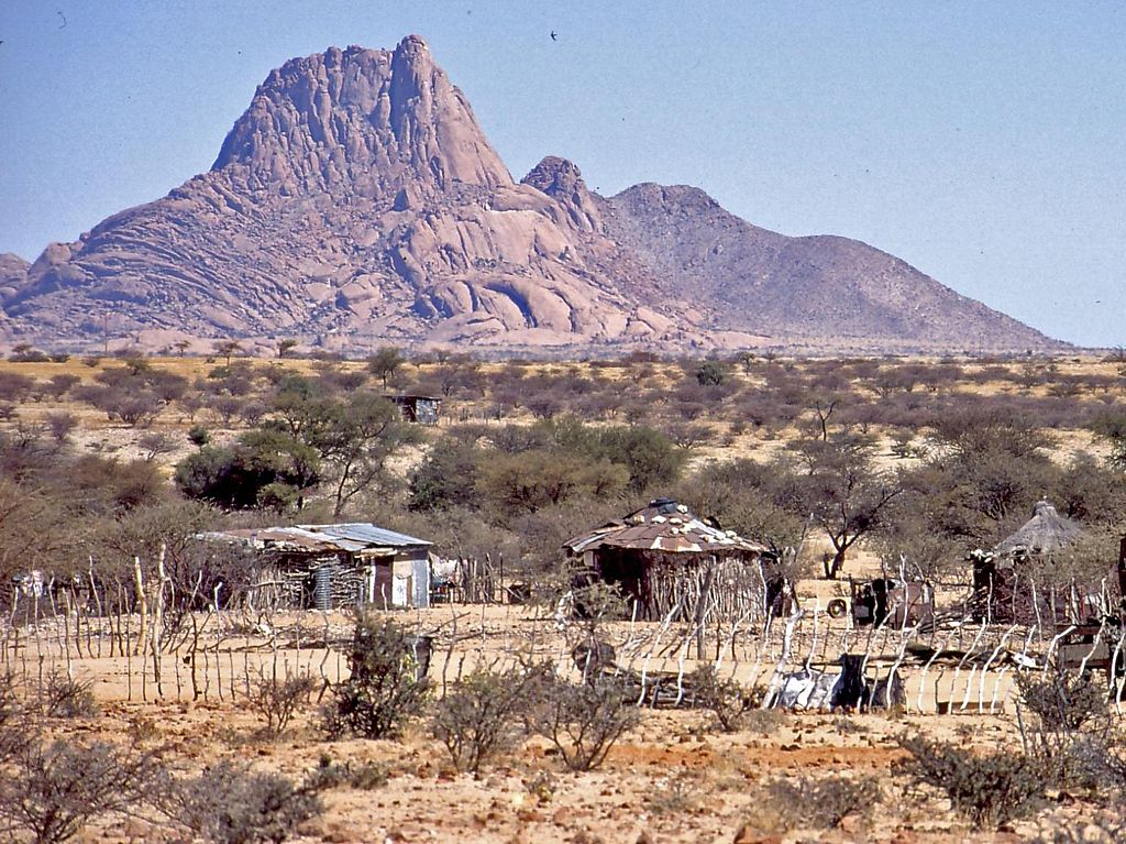 http://upload.wikimedia.org/wikipedia/commons/thumb/1/1a/Spitzkoppe_Namibia.jpg/1024px-Spitzkoppe_Namibia.jpg