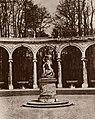 Stevenson, Robert Louis - Wäldchen der Kolonnaden; in der Mitte - Raub der Proserpina (Zeno Fotografie).jpg