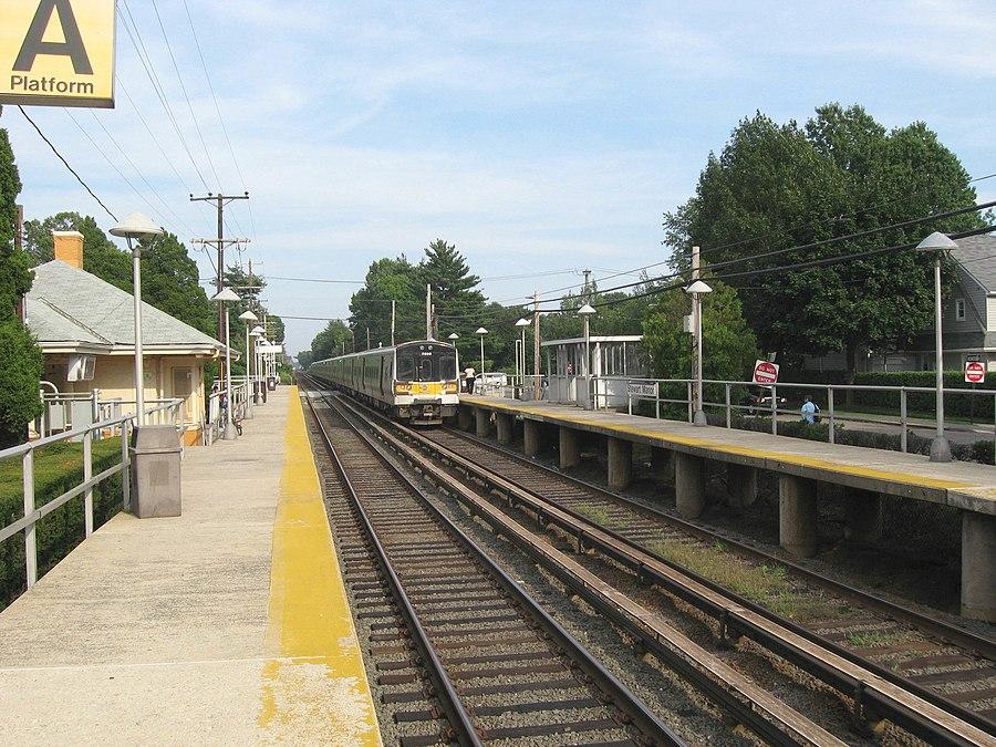 Stewart Manor station