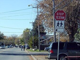 Kahnawake - Image: Stop sign in Kahnawake