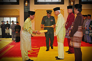 English: The Sultan of Perak, Sultan Azlan Sha...