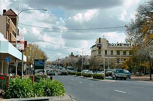 Orange, New South Wales - The main street of Orange, Summer Street, as viewed from the vicinity of McNamara Street looking west in May 2008