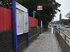 Syon Lane stn main entrance.JPG