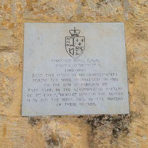 Għargħar Battery - Plaque at Ta' Xindi Farmhouse, making a reference to the raising of the British flag at Għargħar Battery