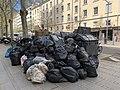 Tas de sacs poubelle, Boulevard Deruelle à Lyon, lors d'une grève des éboueurs.jpg