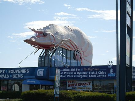 The Big Prawn, prior the destruction of the building supporting it. The Big Prawn (w- building) - 2009.jpg