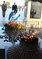 The President, Smt. Pratibha Devisingh Patil laying wreath at Tomb of Unknown Soldier, at Warsaw, Poland on April 24, 2009.jpg