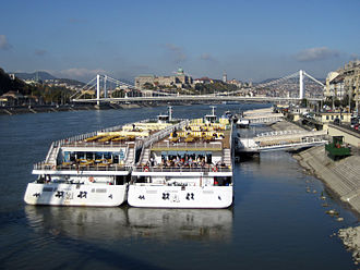 A-Rosa Donna - Image: Tour ships on the Danube