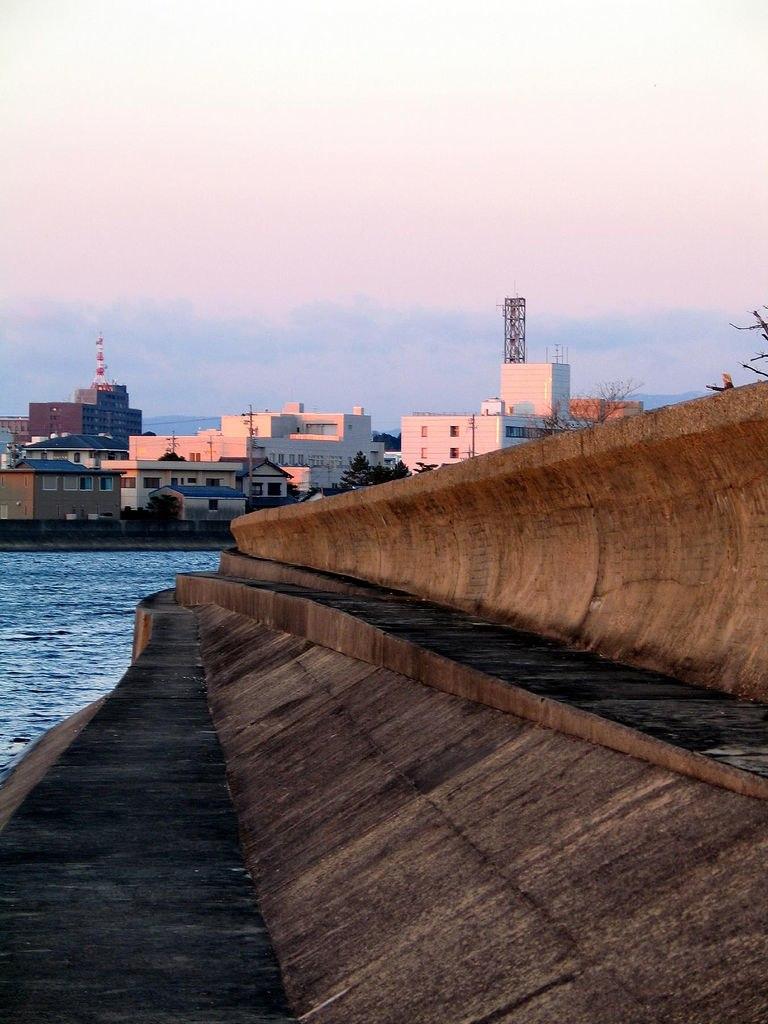 Tsunami wall