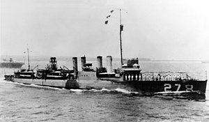 USS Henshaw (DD-278) underway during the middle or later 1920s (NH 67745).jpg