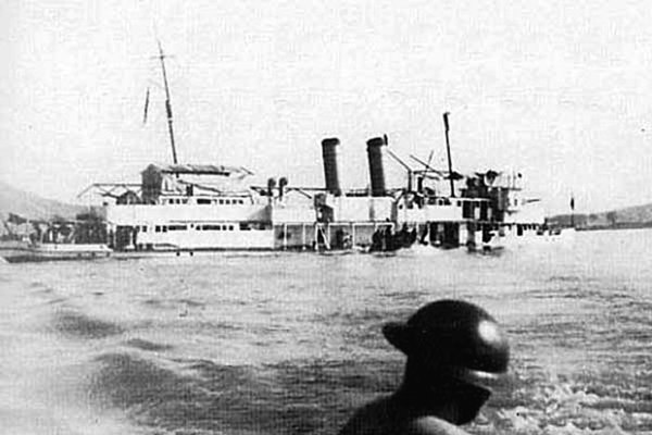 USS Panay sinking after Japanese air attack
