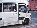Uhříněves, minibus na lince 325, přední dveře.jpg