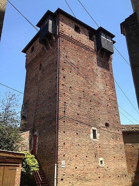 La (seule) tour du château d'Ambérieux-en-Dombes, encore en état.