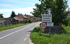 Urziceni (Csanálos, Schontal) - trilingual city sign.jpg
