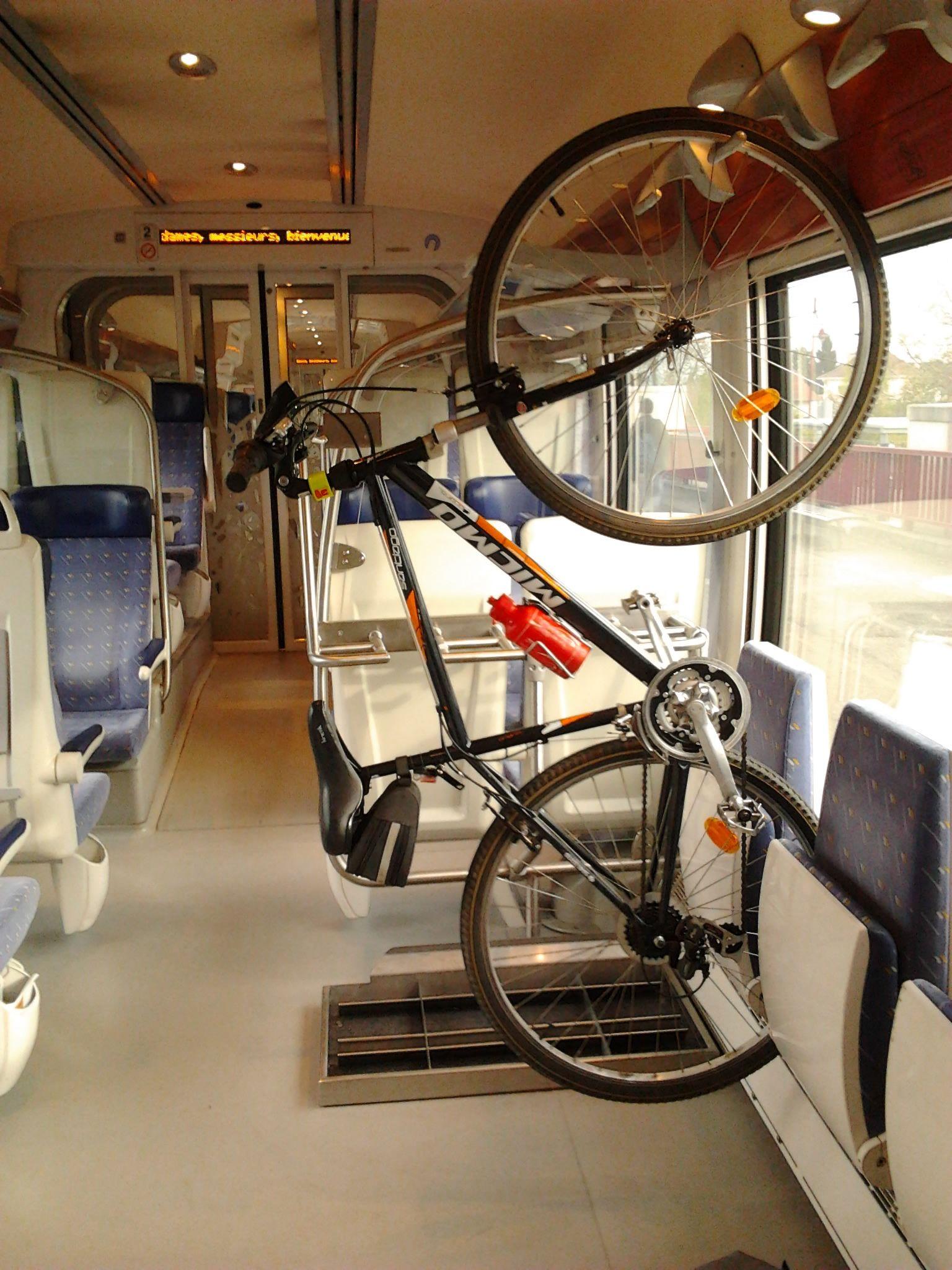 Train + vélo - Page 5 1536px-V%C3%A9lo_AGC_TER_Alsace_27042012