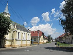 Věžky (PR), hlavní ulice.jpg