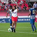 Valais Cup 2013 - OM-FC Porto 13-07-2013 - Marion Bartoli venant de tirer le coup d'envoi.jpg