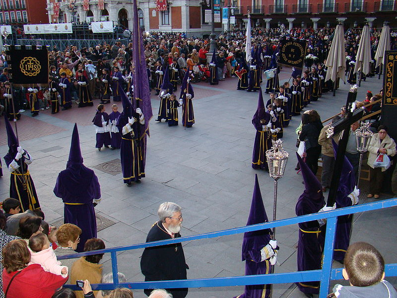 File:Valladolid Cofradia Jesus Nazareno Viacrucis Procesional 01 ni.JPG