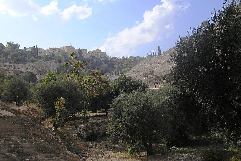http://upload.wikimedia.org/wikipedia/commons/thumb/1/1a/Valley_of_Hinom_PA180090.JPG/800px-Valley_of_Hinom_PA180090.JPG