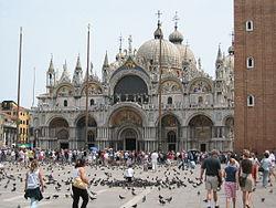 イタリアのベネチアに位置するサン・マルコ大聖堂の参考画像