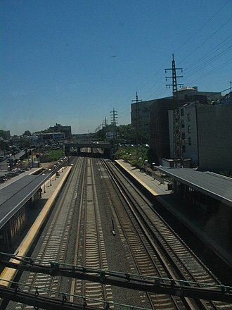 Woodside station (LIRR) - The station, looking southeast from the IRT Flushing Line platforms overhead