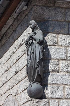 Virxe no exterior da igrexa parroquial de Sant Pere Martir. Escaldes-Engordany. Andorra 74.jpg