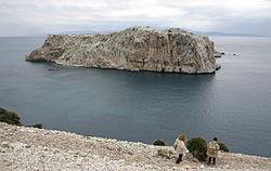 Vista del islote de Perejil desde la costa africana.jpg
