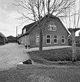 Voor- en zijgevel boerderij - Waarder - 20375871 - RCE.jpg
