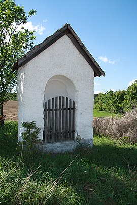 Wayside chapel in Rohy, Třebíč District.JPG