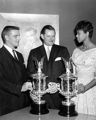 Roger Maris - Maris (left) receiving a Fraternal Order of Eagles Award with Wilma Rudolph